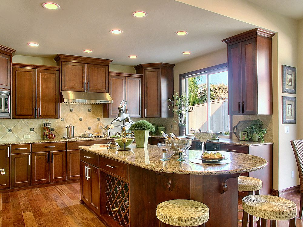 Traditional Kitchen with U-shaped, dishwasher, Undermount sink, electric cooktop, Stone Tile, Limestone Tile, Breakfast bar