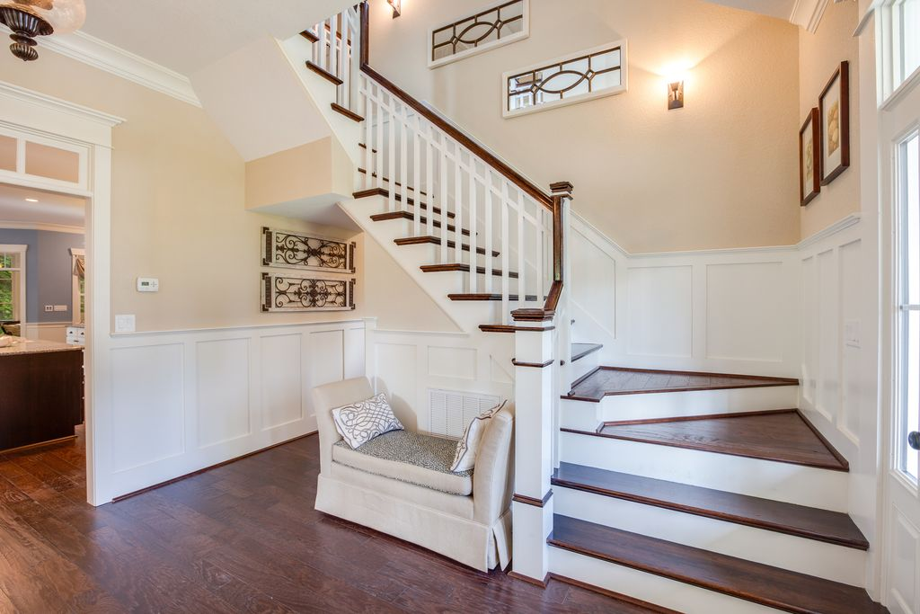Traditional Staircase with Crown molding, curved staircase, High ceiling, Wainscotting, picture window, Paint, flush light