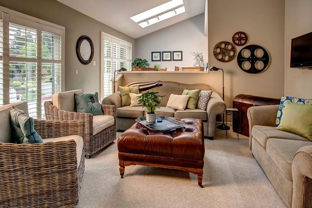 Contemporary Living Room with Carpet, Standard height, Casement, Skylight