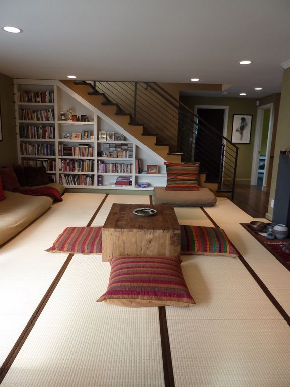 Contemporary Living Room with can lights, Carpet, Standard height, Built-in bookshelf, Crown molding