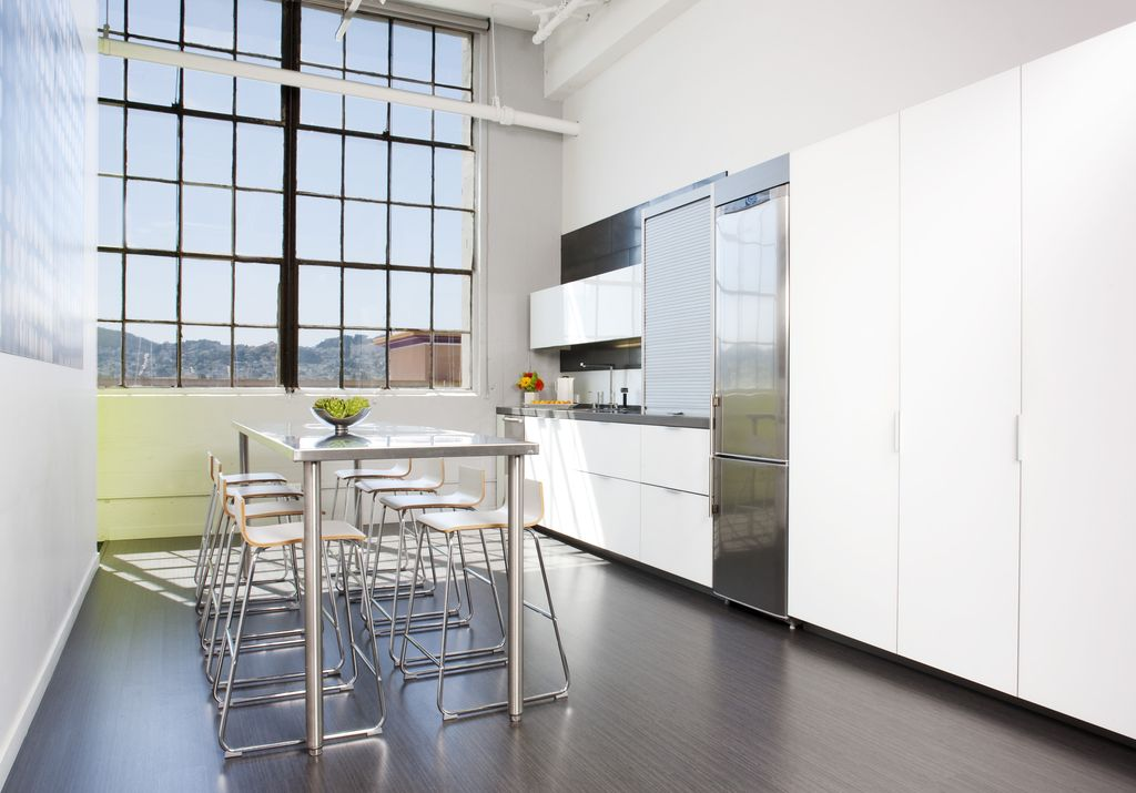 Contemporary Kitchen with Flush, Breakfast bar, Stainless steel counters, High ceiling, Kitchen island, European Cabinets