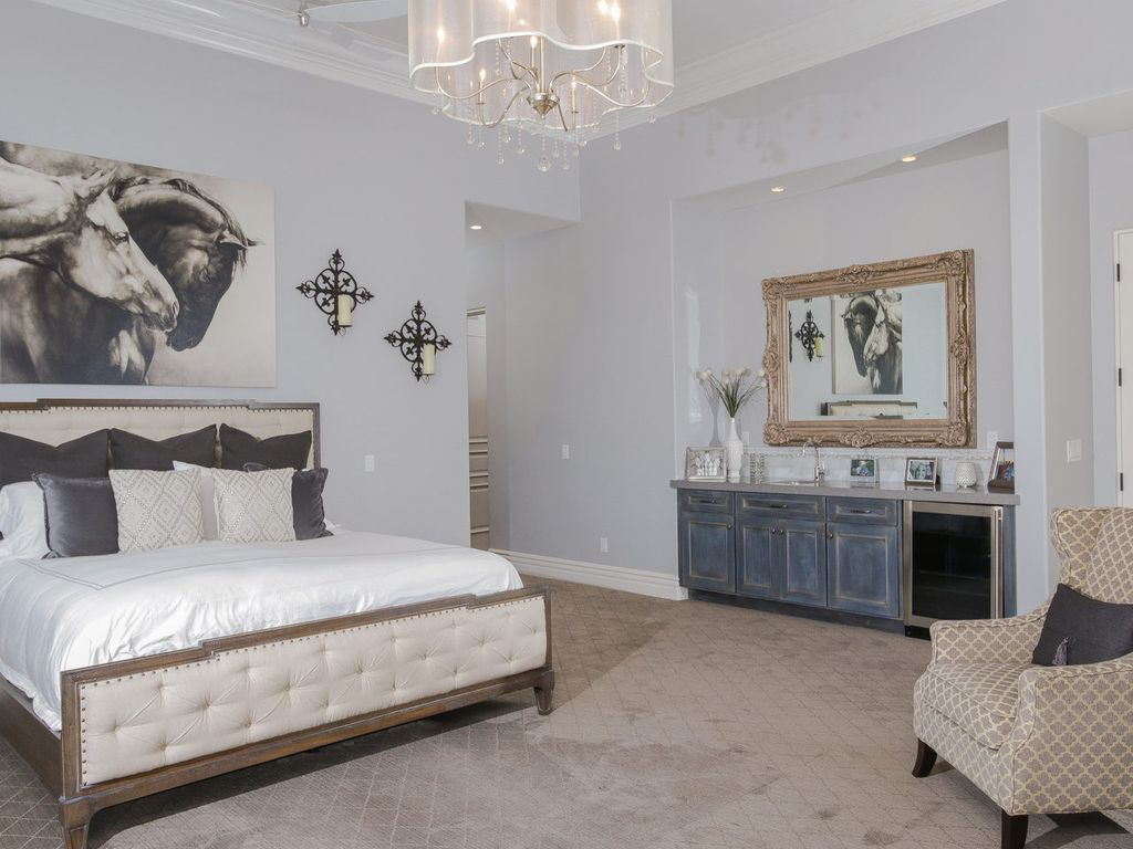 Transitional Master Bedroom With Carpet High Ceiling In San Diego Ca Zillow Digs