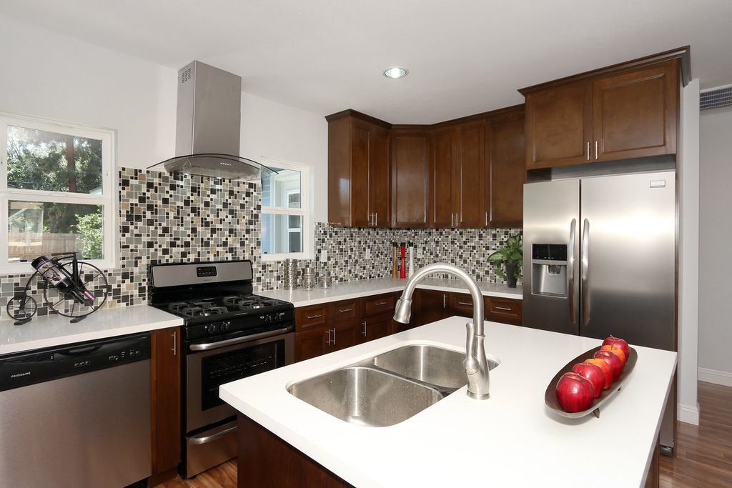 Contemporary Kitchen with dishwasher, can lights, L-shaped, Ceramic Tile, Island range hood - zephyr zzmlm90bg milano, Flush