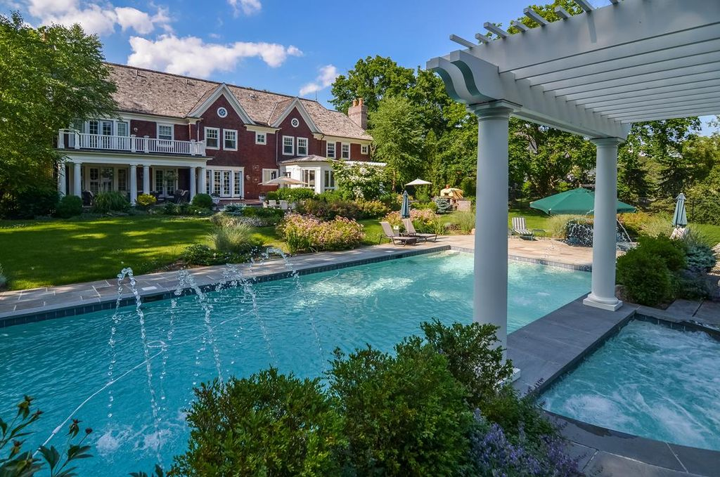 Traditional Swimming Pool with French doors, Deck Railing, Lap pool, Trellis, specialty window, Fountain, double-hung window