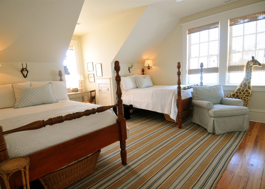 Cottage Kids Bedroom with Standard height, Hardwood floors, can lights, six panel door, double-hung window