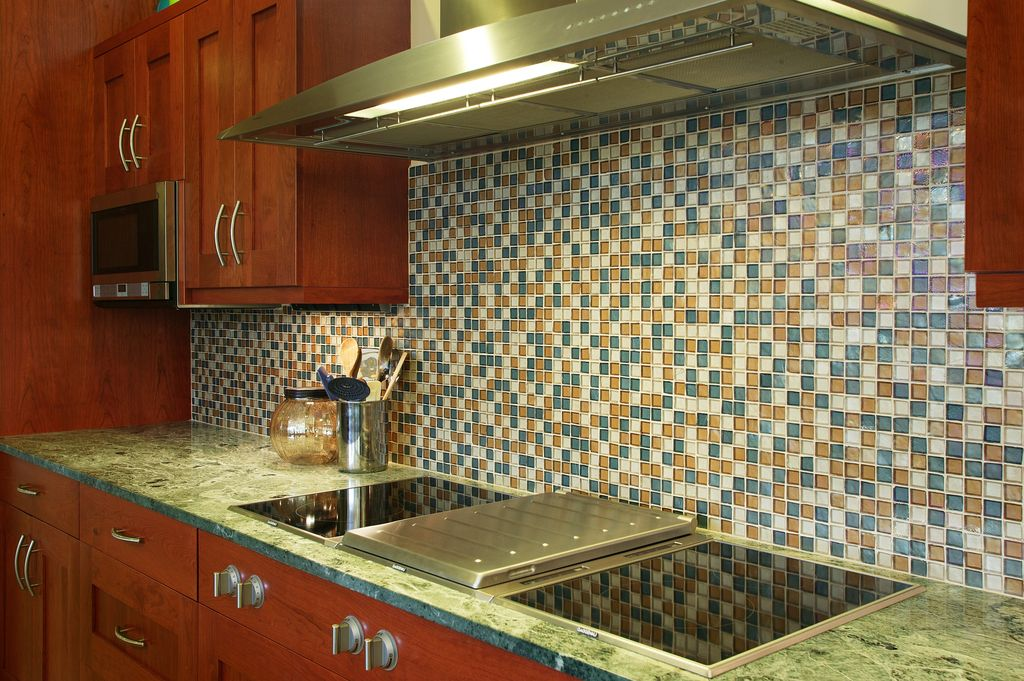 Modern Kitchen with Wall Hood, Framed Partial Panel, electric cooktop, Flat panel cabinets, Standard height, Ceramic Tile