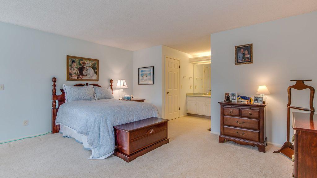 Traditional Guest Bedroom with Standard height, six panel door, Carpet