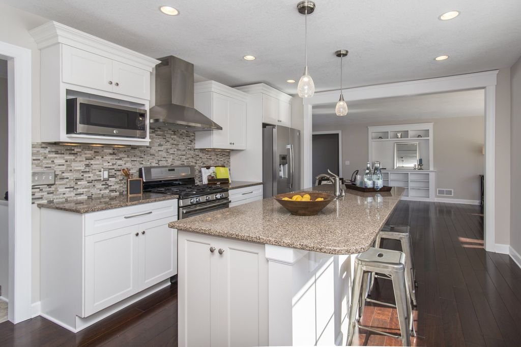 Traditional Kitchen with gas range, Flush, Wall Hood, Pendant light, Giallo fantasia, built-in microwave, Standard height
