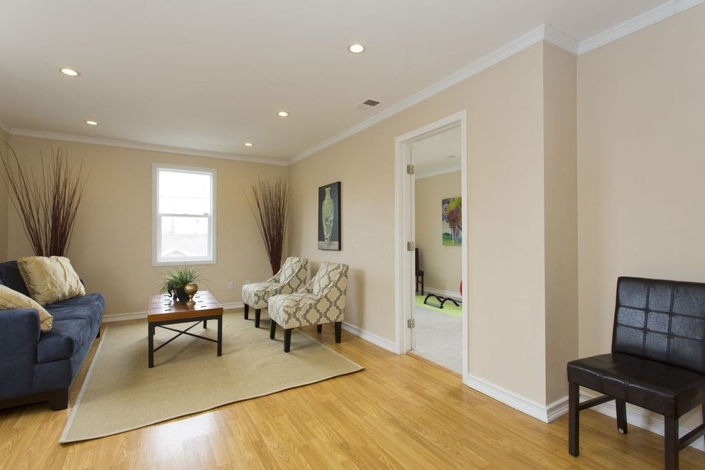 Contemporary, Crown molding, Hardwood, Normal (2.7m)