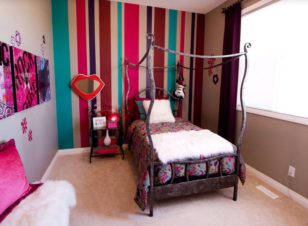 Дизайн комнаты с обоями разными