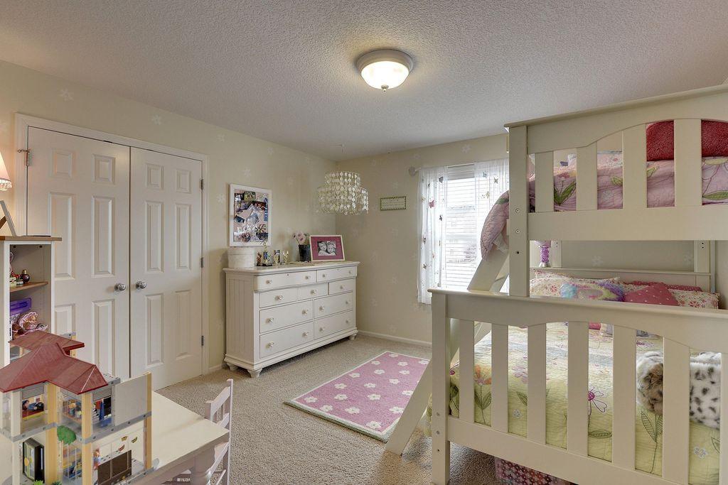 Traditional Kids Bedroom with no bedroom feature, flush light, Carpet, Built-in bookshelf, Standard height, Chandelier