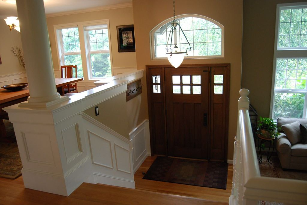 Cathedral/Arched, Chandelier, Crown molding, Flush/Semi-Flush Mount, Glass Panel, Hardwood, Traditional, Transom, Wainscotting