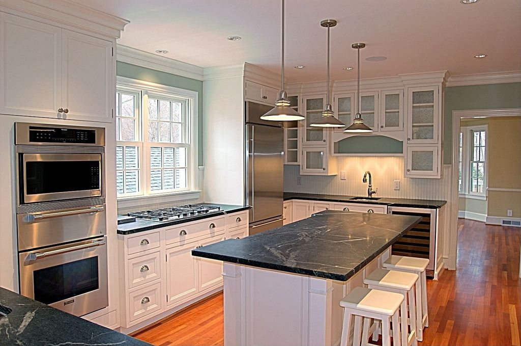 Traditional Kitchen with Undermount sink, L-shaped, Wine refrigerator, Kitchen island, built-in microwave, warming oven
