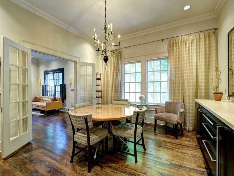 Chandelier, Crown molding, Eclectic, French, Hardwood, Normal (2.7m), Traditional
