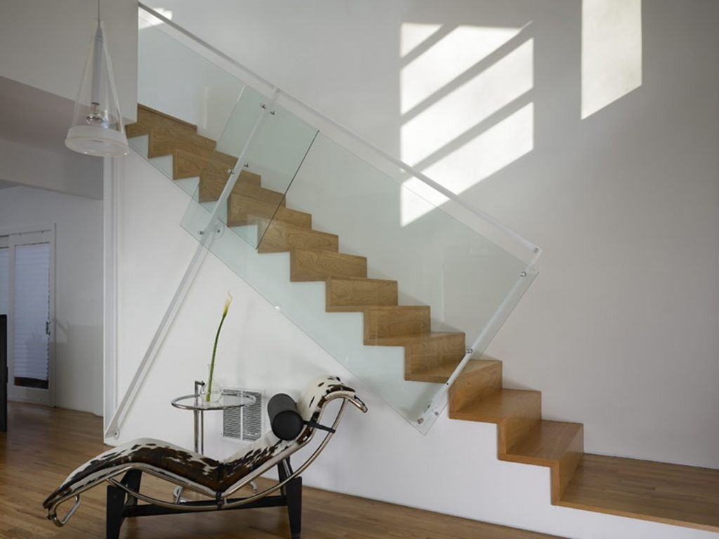 Modern Staircase with Hardwood floors, High ceiling, Floating staircase
