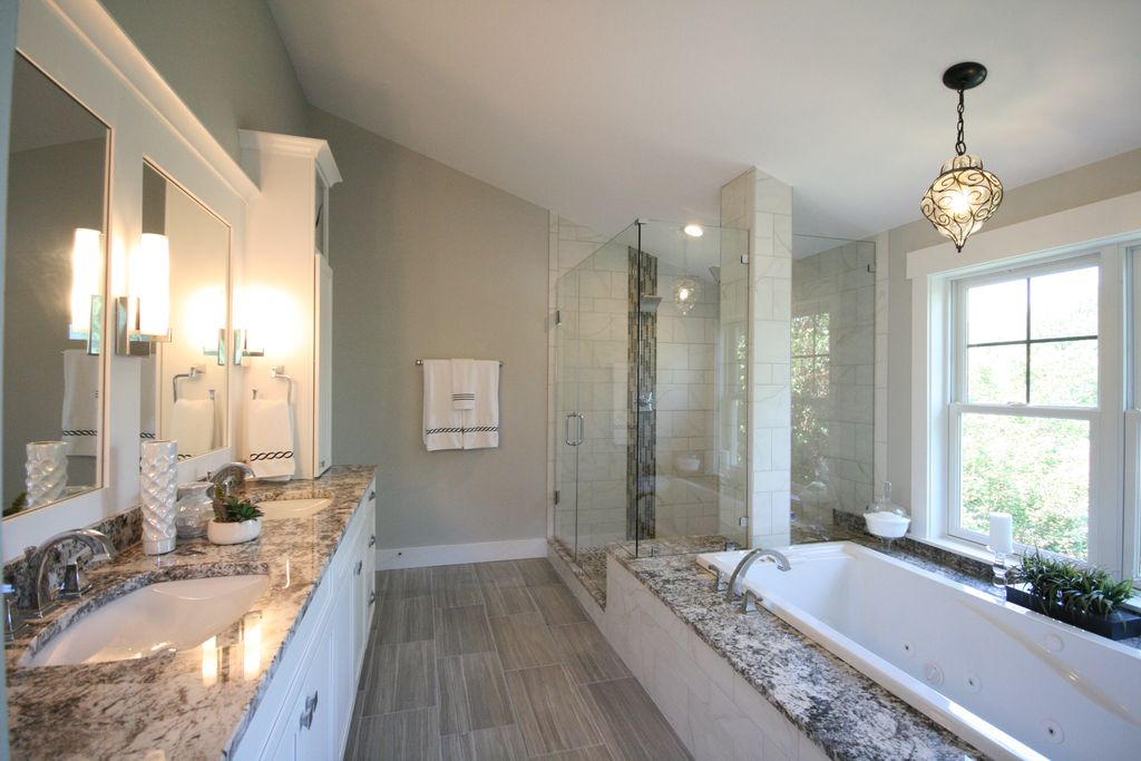 Modern Master Bathroom With Pendant Light Laminate Floors Wall