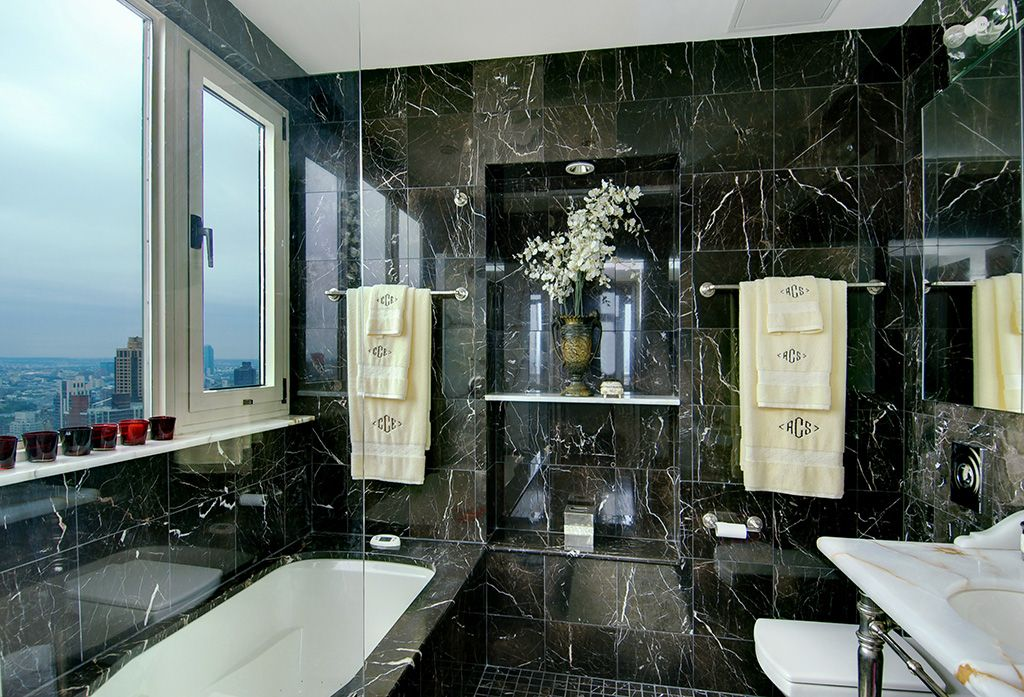 Traditional Master Bathroom with Undermount sink, picture window, Casement, wall-mounted above mirror bathroom light, Bathtub