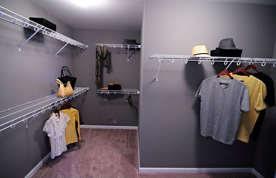 Traditional Closet with Carpet, Standard height