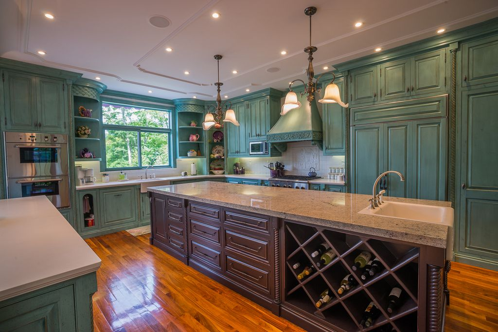 Traditional Kitchen with Crown molding, Raised panel, Simple granite counters, full backsplash, Paint 1, Farmhouse sink