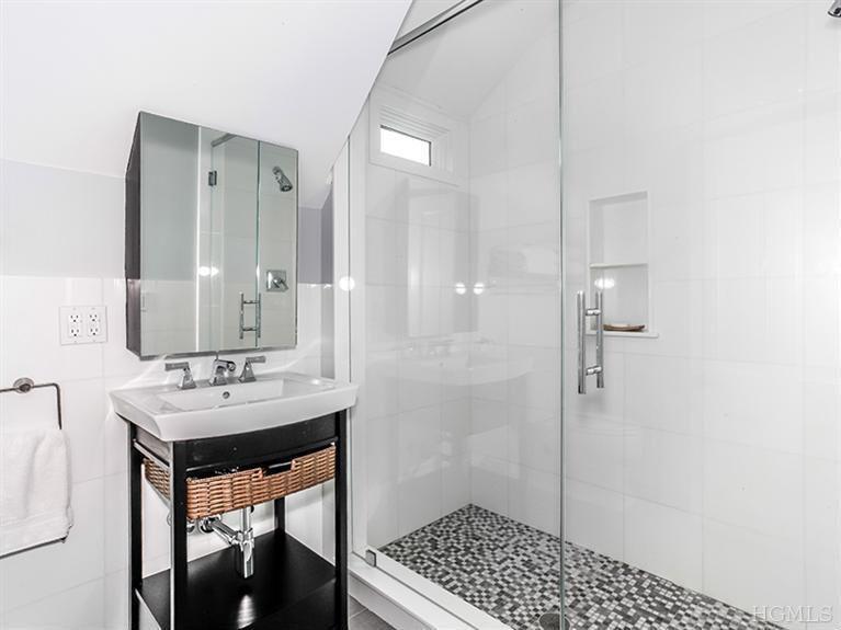 Contemporary 3/4 Bathroom with three quarter bath, framed showerdoor, Wall Tiles, Standard height, limestone tile floors