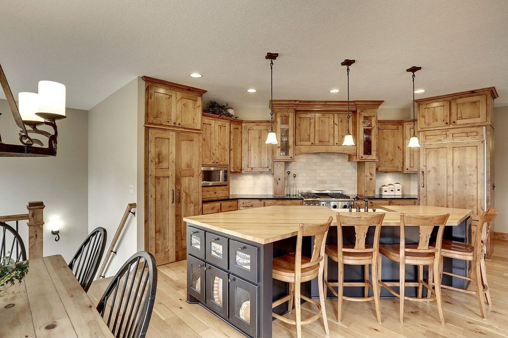 Country Kitchen With Custom Hood Breakfast Bar Kitchen Island