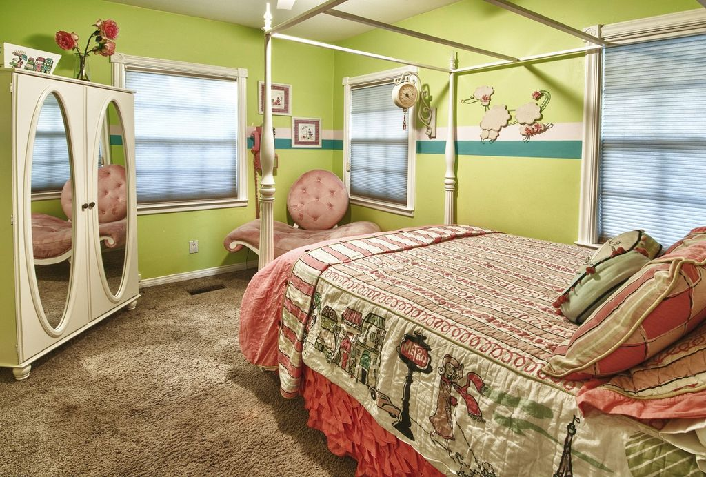 Eclectic Guest Bedroom with Carpet, double-hung window, Standard height