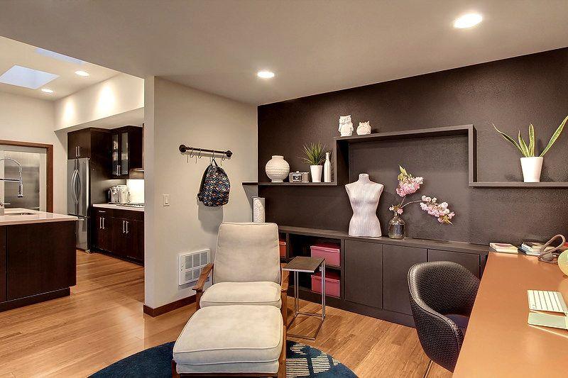 Built-in bookshelves/cabinets, Hardwood, Modern, Normal (2.7m), Wallpaper