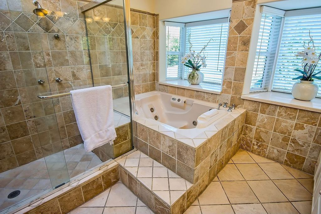 Traditional Master Bathroom with Jetted, Bathtub, Paint 1, Wall Tiles, Shower, High ceiling, limestone tile floors