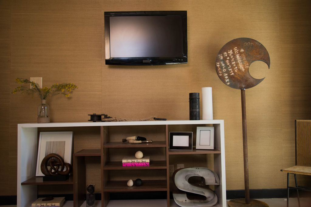 Contemporary Living Room with interior wallpaper, Copper art, Wall mounted tv, Grasscloth wall paper, Carpet, Standard height