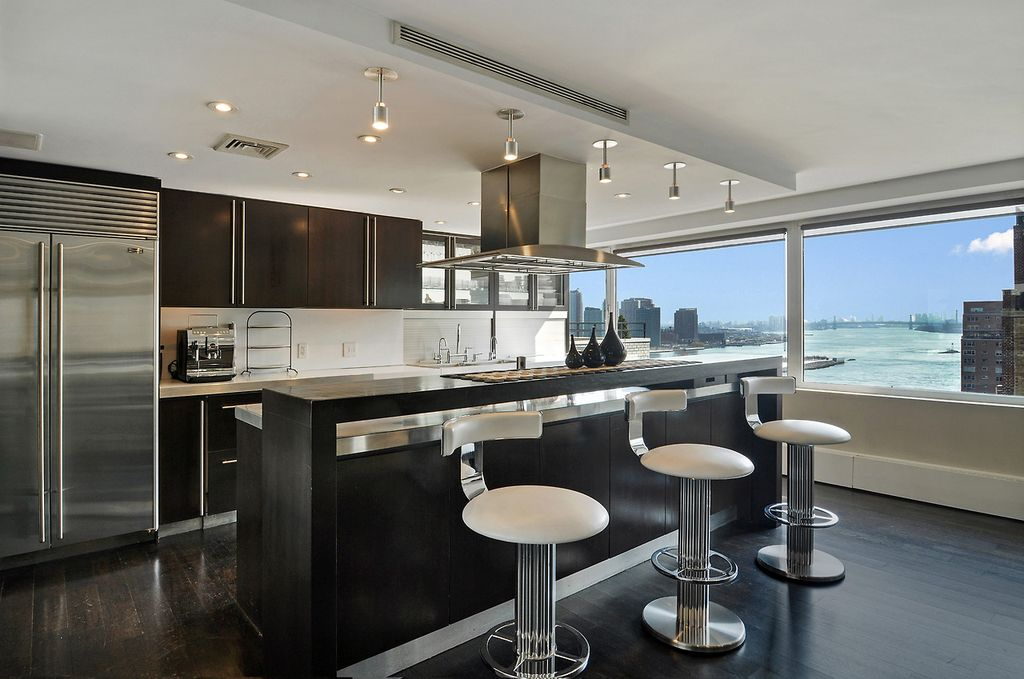 Contemporary Kitchen with Breakfast bar, can lights, picture window, electric cooktop, Flush, flush light, Undermount sink