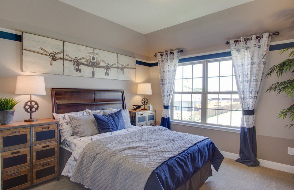 Eclectic Guest Bedroom with Standard height, double-hung window, Built-in bookshelf, Carpet