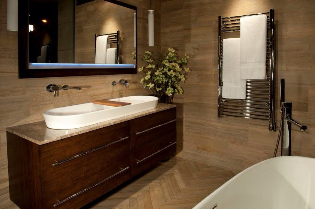 Contemporary Master Bathroom with European Cabinets, Wall sconce, Wall Tiles, Master bathroom, Bathtub, Standard height