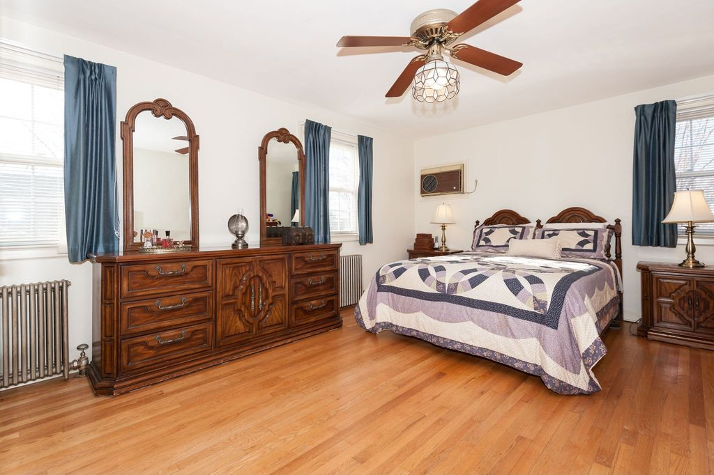 Traditional Master Bedroom with Ceiling fan, Laminate floors, Standard height, double-hung window
