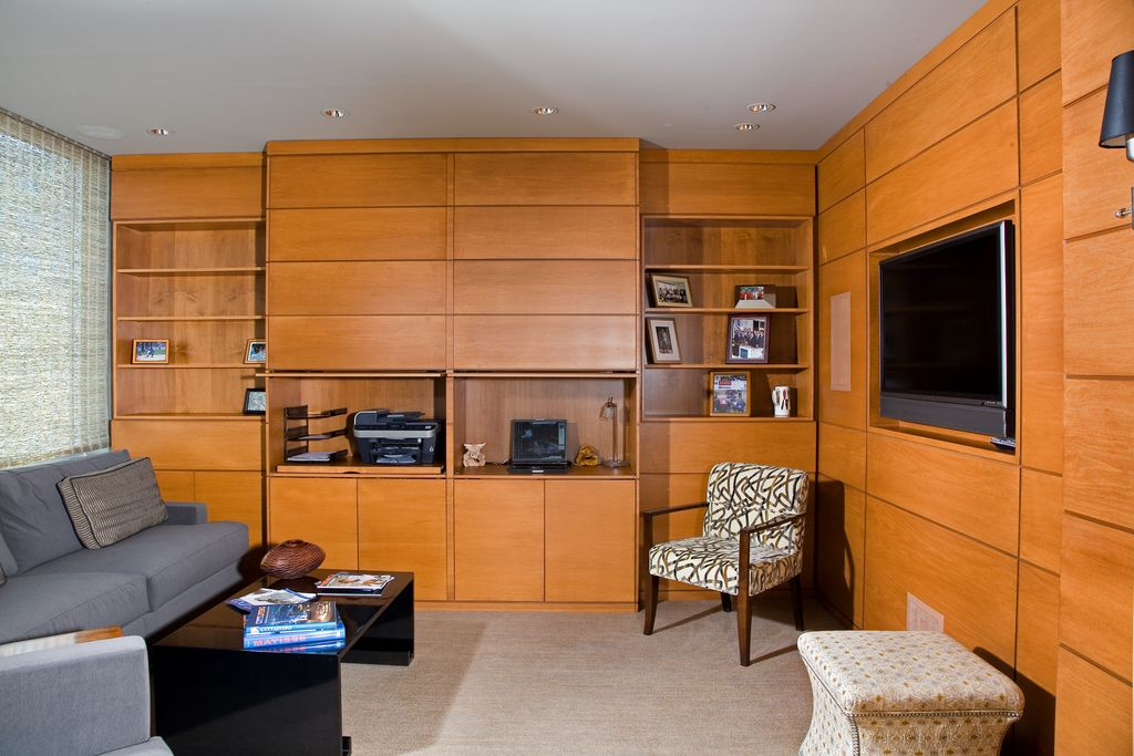 Contemporary Living Room with Carpet, Standard height, Built-in bookshelf, can lights, Wall sconce
