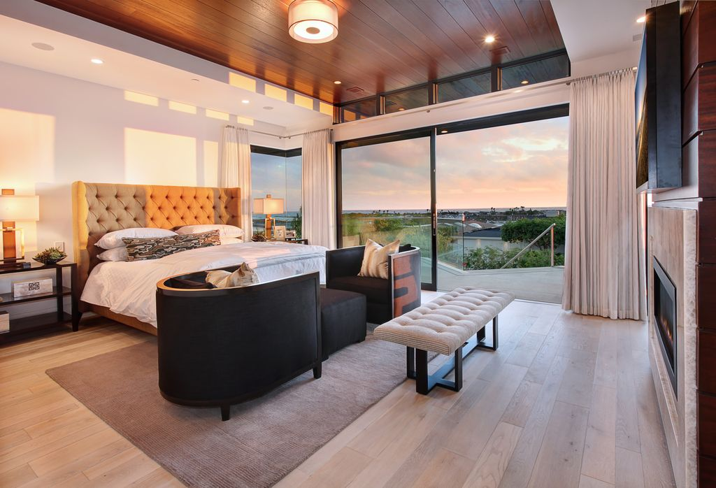 Contemporary Master Bedroom with Hardwood floors, Standard height, sliding glass door, Paint 1, can lights, Fireplace