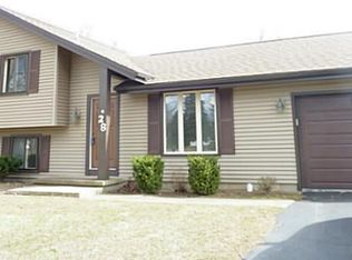 28 Red Leaf Dr , Rochester NY