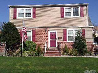233 Colonial Ave , Williston Park NY