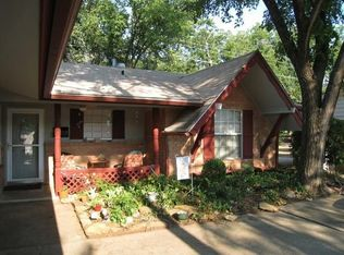 1422 Pickwick Ln , Irving TX