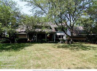 2916 Oak Brook Hills Rd, Oak Brook, IL 60523