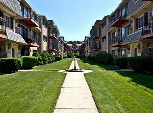 5321 N Delphia Ave Apt 122, Chicago IL