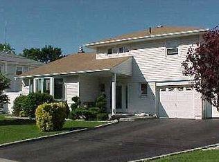 1123 Albert Rd , North Bellmore NY
