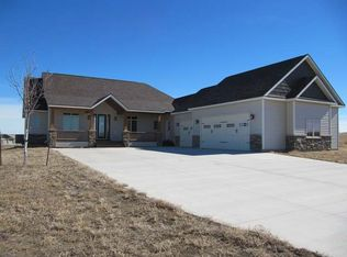 7517 Club House Dr, Bismarck, ND 58503