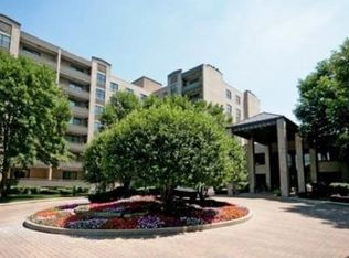 4545 W Touhy Ave Apt 401, Lincolnwood IL