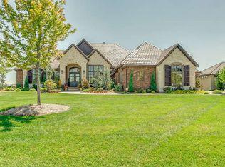 10411 E Summerfield Cir, Wichita, KS 67206