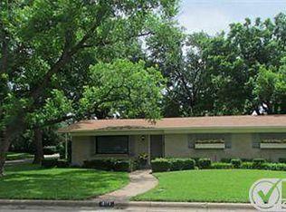801 Waggoner Dr , Arlington TX