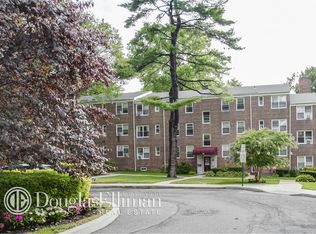 15 Edwards St Apt 3H, Roslyn Heights NY
