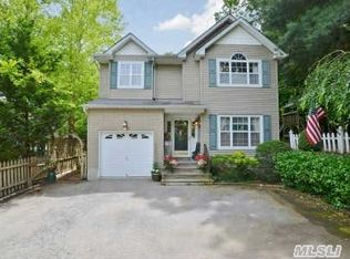 162 Berry Hill Rd , Oyster Bay NY