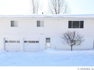 15 Meadow Dr , Rochester NY