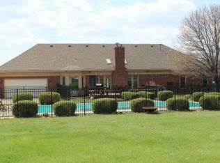 7407 Old Coach Rd , Crestwood KY