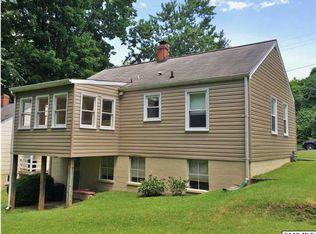 402 Robinson Pl , Charlottesville VA